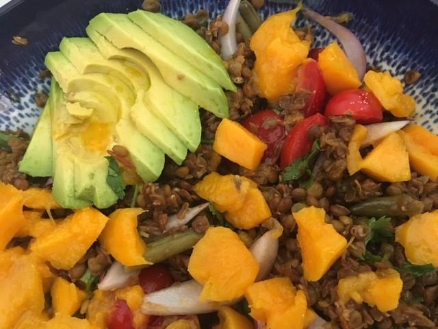 Ensalada de lentejas, aguacate y manga | Locas de la vida, recetas de cocina fáciles y rápidas de preparar